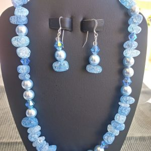 Necklace with dyed aqua crackle nuggets and lightblue pearls with matching earrings