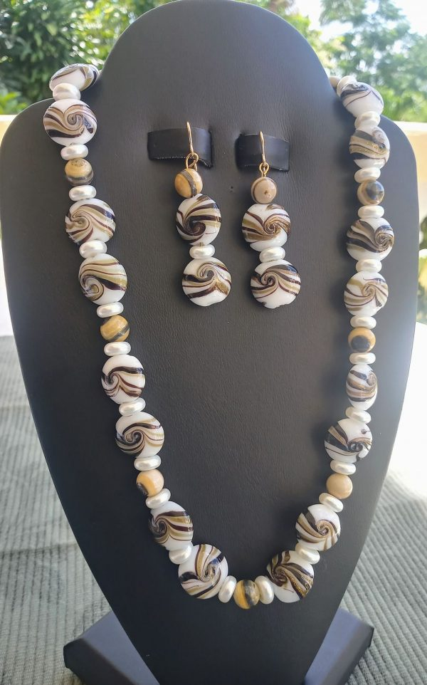 White flat coin with topaz amber swirl beaded necklace and matching earrings