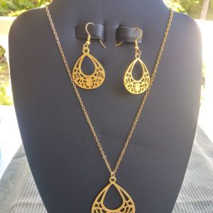 Gold chain Necklace with gold filigree oval shape pendant and matching earrings