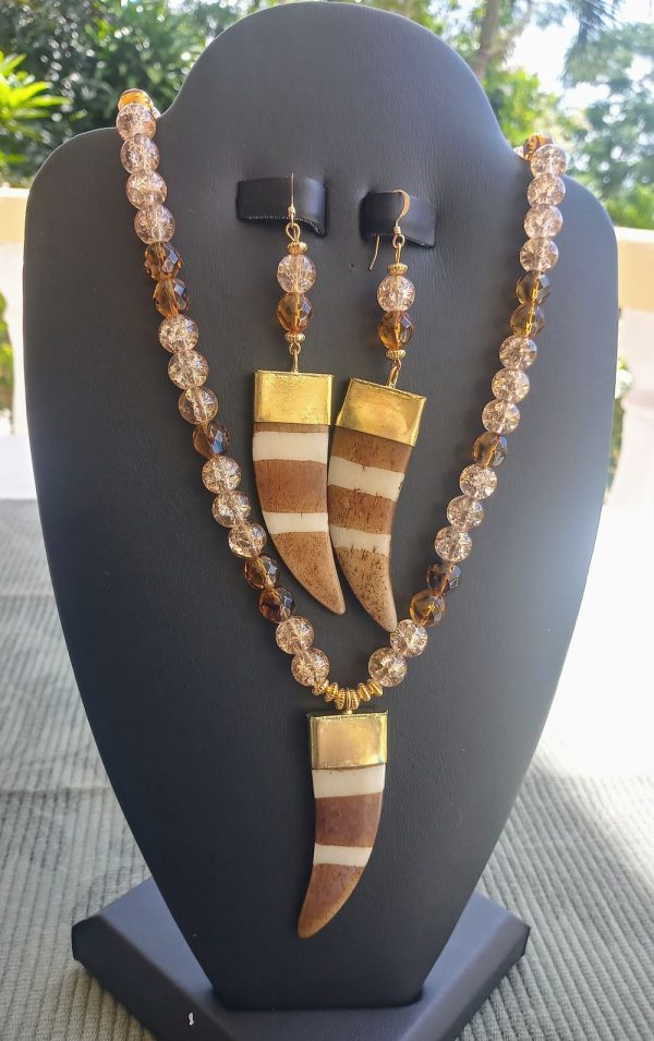Mixed Amber and Light Brown Crystal Beaded Necklace with Brown Striped Flat Horn Pendant and matching earrings